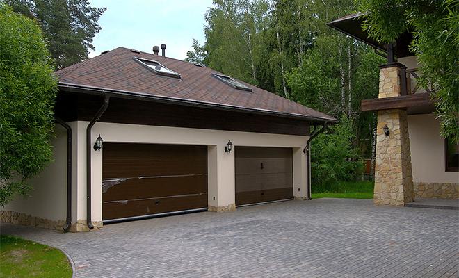 гараж у дома