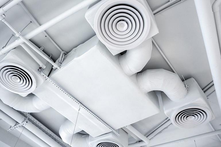 Проверка вентиляционных каналов в многоквартирном доме